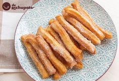How to make homemade churros - Celine's Recipes Homemade Churros Recipe, Mexican Food Recipes, Cookie Recipes, Peruvian Desserts, Venezuelan Food, Chocolate Caliente, Mexico Food, Pan Dulce, Pancakes And Waffles