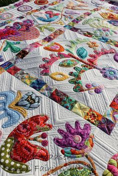 Flower Pots by Kim McLean, quilted by Judi Madsen #quilt #quilting #longarm #machinequilting #tinlizzie18