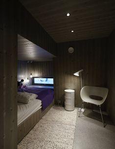 Ønsket noe lyst og trivelig, men falt for ekspertens «mørke idé Bunk Beds, Furniture, Home Decor, Style, Image, Swag, Decoration Home, Loft Beds, Room Decor