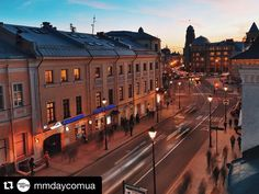 Наше арт-пространство гордится не только интерьерами внутри, но и прекрасным видом из окон на историческую Москву ✨  #Repost @mmdaycomua ・・・ Обучаясь у одного из лучших агентств — @dlyadvoih —мы видели город только из окна нашего идеального лофт-пространства: ведь каждый день по 10 часов мы детально разбирали свадьбы в Европе, монтаж шатров, масштабные шоу-программы, технические новинки и общемировые тренды декора.  Убедились, что наш комплексный подход к организации свадьбы, когда именно…