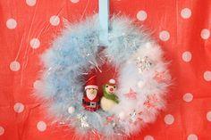簡単、お手軽♪ 紙皿deなんちゃってクリスマスリース - mamagirl | ママガール Christmas Wreaths, Christmas Bulbs, Xmas, Holiday Decor, Home Decor, Decoration Home, Christmas Light Bulbs, Room Decor, Weihnachten