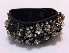 Bracelete de couro e strass - Lojinha de Luxo