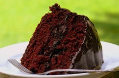 Old-Fashioned Chocolate Cake with Glossy Chocolate Icing | Noble Pig