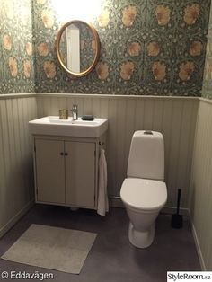 wallpaper, pearls, chest panel, william morris, pimpernel - Lilly is Love William Morris Tapet, William Morris Wallpaper, Morris Wallpapers, Wallpaper Toilet, Bathroom Wallpaper, Bathroom Interior, Modern Bathroom, Old Home Remodel, Whatsapp Wallpaper