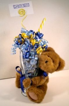 More Candy Bouquets - Candy Gifts and Crafts, Candy Bouquets, Centerpieces, Handmade Crafts, Hand Painted Glassware/Bucket - ecomPlanet Web Hosting - the Free hosting solution worldwide (Chocolate Regalo Hershey's Kisses) Candy Gift Baskets, Candy Gifts, Raffle Baskets, Homemade Gifts, Diy Gifts, Candy Boquets, Candy Arrangements, Valentine Bouquet, Edible Bouquets