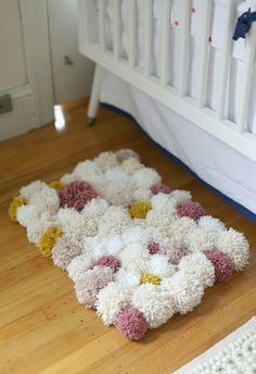 Pom poms are the best! Here is my Wool Pom Pom Tutorial for Crafts. They can be used for so many different things. So come take a look at my pom pom tutorial. Diy Pom Pom Rug, Pom Pom Crafts, Yarn Pom Poms, Pom Pom Mat, Pom Pom Flowers, Tapetes Diy, Diy And Crafts, Arts And Crafts, Crafts With Wool