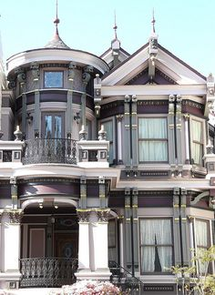 Another lovely (and expensive, no doubt) home in San Francisco.