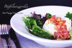 Eine einfache und schnelle Variante um mit Büffelmozzarella mal was anderes zu machen außer Tomate mit Mozzarella. Eine schöne cremig-frische Vorspeise.