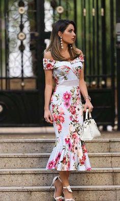 Vintage floral dress, off shoulder, fishtail, with white handbag, do you like it? Elegant Dresses, Pretty Dresses, Beautiful Dresses, Casual Dresses, Short Dresses, Fashion Dresses, Summer Dresses, Formal Dresses, Formal Wear
