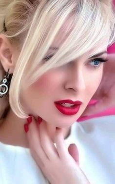 """""""The real secret of life lies in knowing how to get the positive out of the n. Most Beautiful Faces, Beautiful Lips, Beautiful Girl Image, Beauty Full Girl, Beauty Women, Blonde Beauty, Hair Beauty, Natural Prom Makeup, Belle Silhouette"""