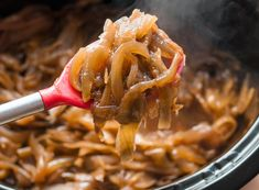 How To Make Caramelized Onions in a Slow Cooker (crockpot)— Cooking Lessons from The Kitchn Crock Pot Slow Cooker, Crock Pot Cooking, Slow Cooker Recipes, Cooking Recipes, Potluck Recipes, Cooking Wine, Slow Cooker Caramelized Onions, How To Carmalize Onions, Receitas Crockpot