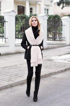 La plus belle façon de porter son écharpe cette saison :