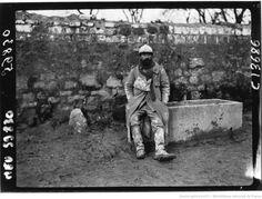 Un combattant de Verdun au repos : [photographie de presse] / Agence Meurisse | Gallica