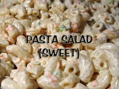 Make our KFC Macaroni Salad Recipe at home for your next outdoor party. With our Secret Restaurant Recipe your Macaroni Salad will taste just like KFC's. I Love Food, Good Food, Yummy Food, Hawaiian Macaroni Salad, Macaroni Salads, Macaroni Pasta, Elbow Macaroni Recipes, Gastronomia, Veggies