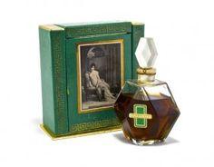 c1940 City of Paris Recamier perfume bottle, clear glas : Lot 285