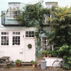 Pretty mews house in Notting Hill, London #Regram via @candypop.uk