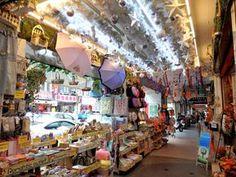 台北駅裏の問屋街「華陰街」で、鞄・雑貨・アクセサリーなど Taipei, Places To Visit, Life, Asia, Traveling, Books, Viajes, Libros, Book