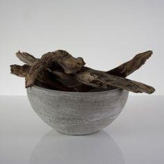 """Jelle Quint Schaal """"Luno"""". Deze prachtige ongeglazuurde keramiek schaal is een ware aanwinst in je interieur!"""