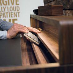 Schreibtisch sol aus Naturholz mit Geheimfach