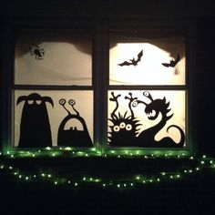 Scary But Creative DIY Halloween Window Decorations Ideas You Should Try 68 - Halloween decorations Video Halloween, Spooky Halloween, Holidays Halloween, Halloween Themes, Diy Halloween Cards, Diy Halloween Window Silhouettes, Diy Halloween Window Decorations, Printable Halloween Decorations, Adornos Halloween