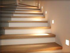 Dettaglio dei gradini illuminati