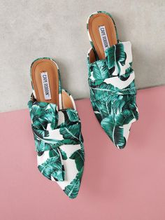 Online shopping for Tropical Print Pointed Toe Mule Flat with Bow from a great selection of women's fashion clothing & more at MakeMeChic. Fashion Illustration Shoes, Mules Shoes Flat, Bohemian Shoes, Bow Flats, Look Chic, Womens Flats, Fashion Accessories, Footwear, Bows