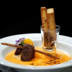 Creme de tangerina com pão de mel e biscotti de castanha do pará, sobremesa do restaurante Tarsila (Foto: Divulgação)