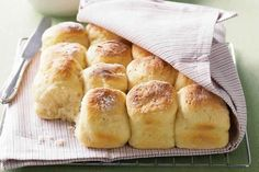 Sunday is the perfect day for scones, and this recipe provides you with some great sweet and savoury variations. The best scones I have ever baked ! Buttermilk Scone Recipe, Buttermilk Biscuits, Date Scones, Dessert Thermomix, Avocado Recipes, Quick Bread, Bread Baking, Seafood Recipes, Food Network Recipes