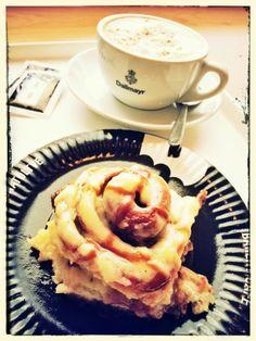 Cinnamon roll and capuccino I Love Coffee, Cinnamon Rolls, Java, Budapest, Breakfast, Food, Morning Coffee, Meal, Cinammon Rolls