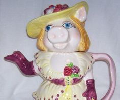 Miss Piggy Teapot. Fact: I squealed when I saw this.
