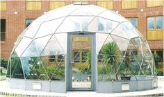 the Capella is a mid-sized dome, generally used for indoor gardening, school science and engineering projects or environmental studies. It can accommodate roughly 25 pupils if full of staging, experiment areas and plants