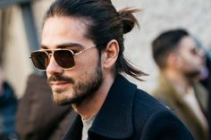 Man bun ✓ Find out here how quick and easy the messy man bun in a cool undone look really is. Man Bun Haircut, Man Bun Hairstyles, Popular Mens Hairstyles, Asian Men Hairstyle, Smart Hairstyles, Hairstyles Haircuts, Hairstyle Ideas, New Haircuts For Boys, Cool Haircuts