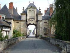 Porte de la ville appelée Châtellerault.