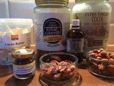 De ingrediënten voor de overheerlijke fudge. Zoals je kunt zien ben ik inmiddels overgestapt op ENORME potten kokosbloesemsuiker en kokosoli...