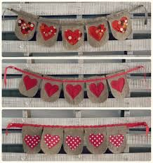 como hacer banderines de arpillera - Buscar con Google Valentine Day Crafts, Valentine Decorations, Birthday Decorations, Christmas In July, Christmas Ornaments, Country Picnic, Bunting Flags, Crafts To Make, William Morris