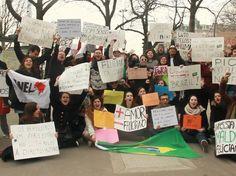 Brasileiros em Paris protestam contra Marco Feliciano - Protesto pediu renúncia do deputado e pastor que assumiu Comissão de Direitos Humanos da câmara Foto: BBCBrasil.com