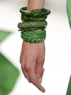 Carolina Herrera green palm tree leaf and Jade stacked bangles Do It Yourself Jewelry, By Any Means Necessary, Schmuck Design, Carolina Herrera, Mode Style, Shades Of Green, My Favorite Color, Gigi Hadid, Pin Up