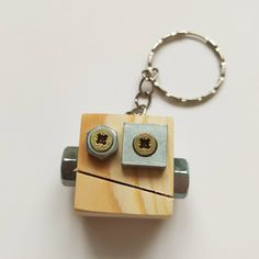 Diy Resin Crafts, Wooden Crafts, Robots For Kids, Wood Pieces, Painted Signs, Small Gifts, Metal Working, Upcycle, Steampunk
