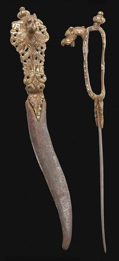 Indian bichawa dagger, 1576 – 1625, Southern India – Tanjore Maratha - Viajayanagara Kingdom (1336-1646), steel, brass. The Bichawa, is an Indian dagger with a blade whose shape dates back to ancient times, with a double edge it is curved in the shape of a scorpion's (bichawa) sting, from where it got its name. Full Length: 32, 5 cm Blade Length: 20, 5 cm. http://www.caravanacollection.com/