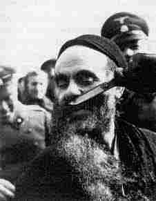 Shoah - The Holocaust - A German cuts a Jew's beard, Warsaw, 1939 Warsaw Ghetto, Warsaw Poland, Jewish History, Trauma, Second World, Persecution, Interesting History, Jewish Man, Behance