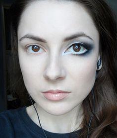 Matita nera per truccare gli occhi grandi