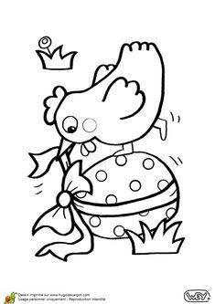 Coloriage de la poule gourmande qui essaie de déballer un œuf en chocolat..