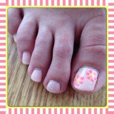 Daisy toes nail art