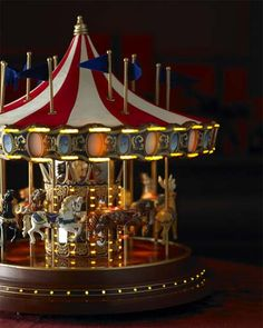 Christmas Musical Carousel: Merry Go Round - Holiday Decor Mary Poppins, Antique Toys, Vintage Toys, Carousel Musical, Carousel Cake, Carrousel, Christmas Carol, Christmas Music Box, Painted Pony