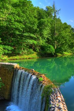 Arkansas | Bucket List | Travel | Beautiful Places | Nature | Attractions | Outdoor Activities | Waterfalls | Unique Places | Day Trips | Adventure Park | Scenic Spots | Hiking | Destinations | Explore | Natural Beauty | Discover
