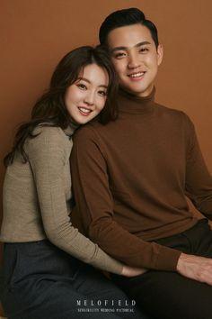 Korean Wedding Photography, Wedding Photography Poses, Friend Photography, Maternity Photography, Couples Poses For Pictures, Maternity Pictures, Couple Pictures, Colorfull Background, Korean Couple Photoshoot