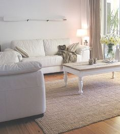 Vintage Furniture meets Beach Cottage Hessian Decorating Ideas