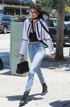 Vem conferir os looks de moda rua de Kendall Jenner!