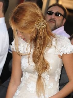 blake lively is beautiful. i wantt her hair Side Hairstyles, Pretty Hairstyles, Braided Hairstyles, Wedding Hairstyles, Loose Hairstyle, Amazing Hairstyles, Blake Lively Braid, Braided Ponytail, Messy Fishtail