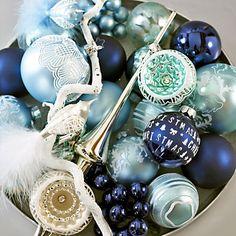 via http://decorandoonatal.blogspot.com navy and aqua ornaments